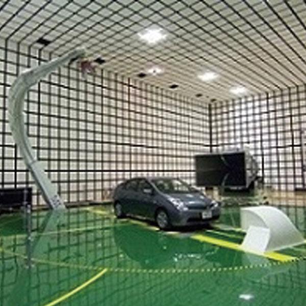 第三者試験所では国内最大規模の車両電波暗室のイメージ画像